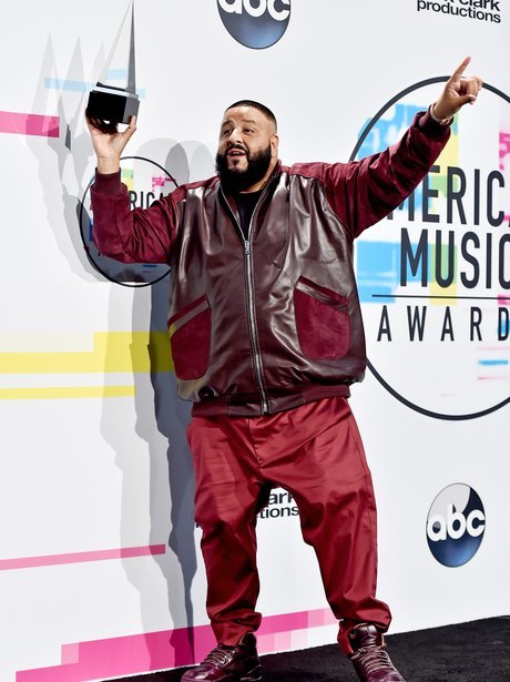 dj-khaled-american-music-awards-2017-2-1511175530-view-3.jpg