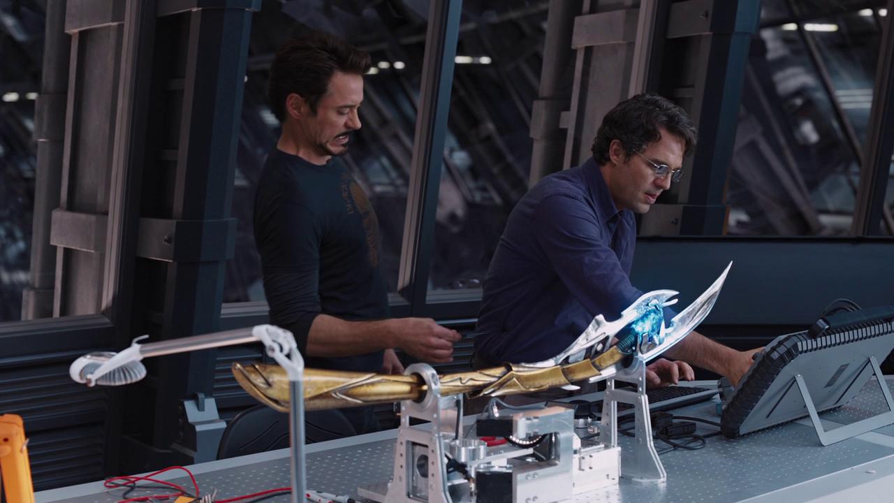 Marvel's The Avengers: Tony Stark zapping Bruce Banner