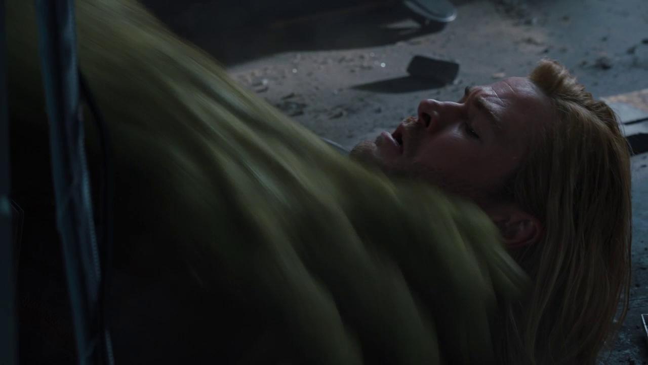 Marvel's The Avengers: Hulk grabbing Thor mid-battle