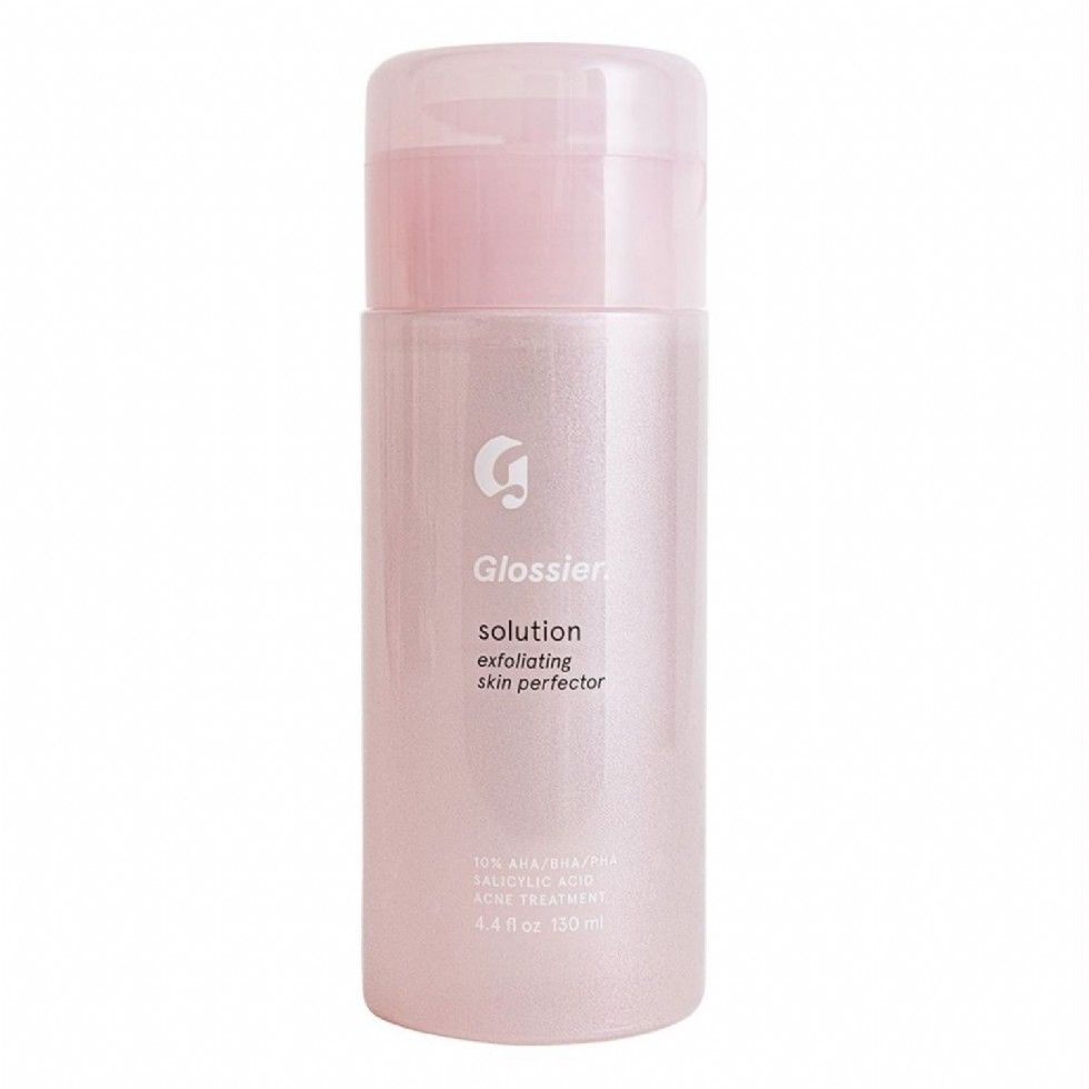 Glossier's Solution - Glossier is known for their skin first, makeup second mantra, their 'Solution' does just that helping to clear acne and prevent future breakouts. It is also an exfoliator that helps clean and scrub away dead skin to reveal a smoother texture. This is the key to helping get clearer skin throughout the hectic school year.