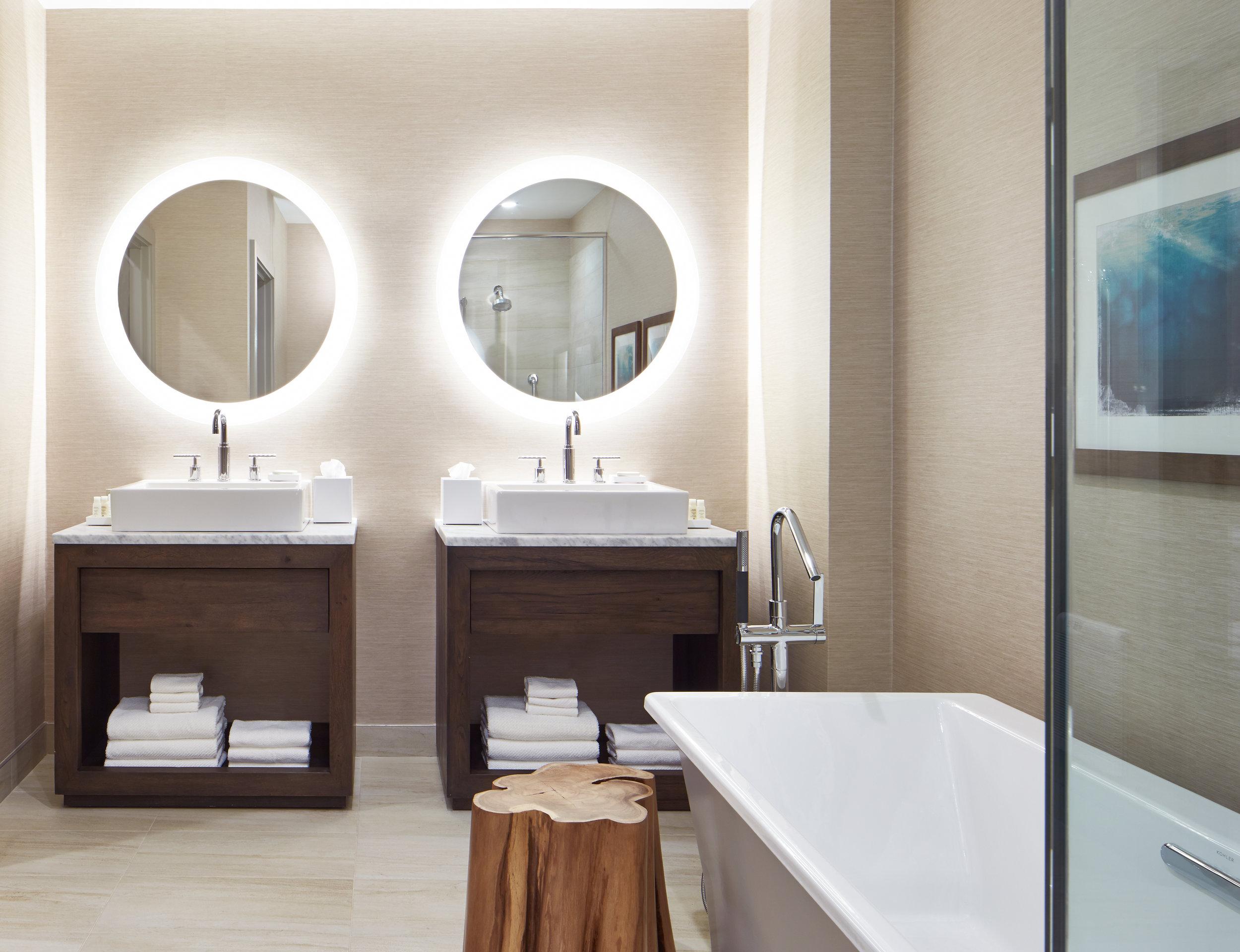 Ren_TheLodge_Monterey_Suite_Bathroom_3.jpg