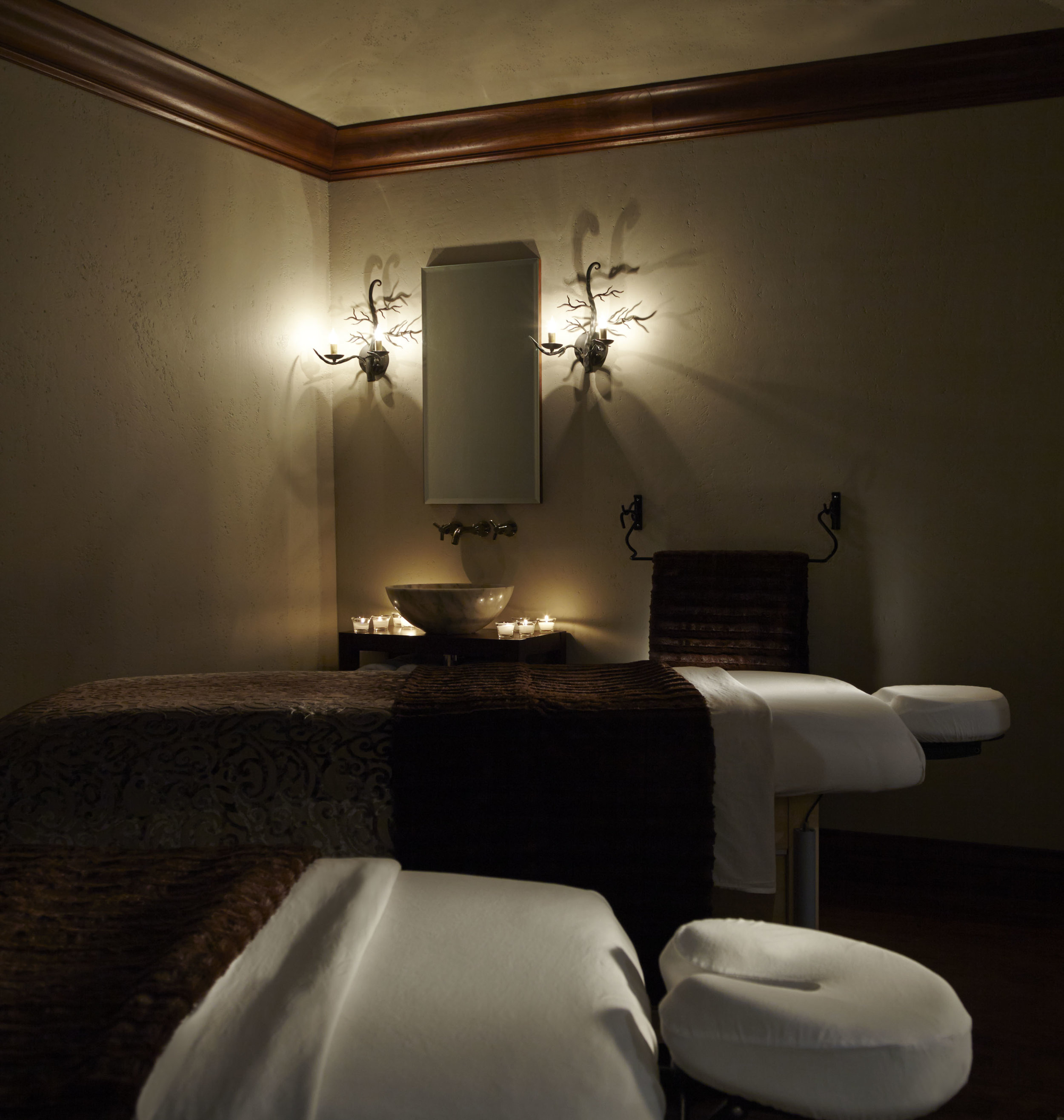 Delmonte_spa_Treatmentroom4.jpg