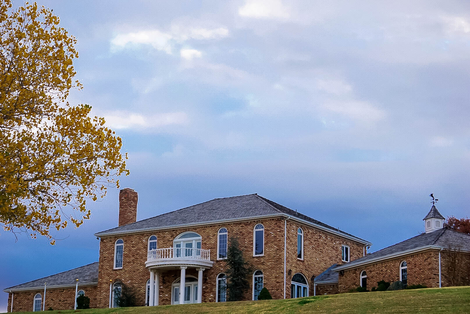 The Ridge is a stately 4-bedroom, 6-bathroom estate. Beautifully decorated and located, the Ridge, a ministry of Oakridge, is a one-of-a-kind conference or event experience.  Check out this link to watch a video of the Ridge: https://www.facebook.com/1443761465743535/videos/1444547778998237/ -