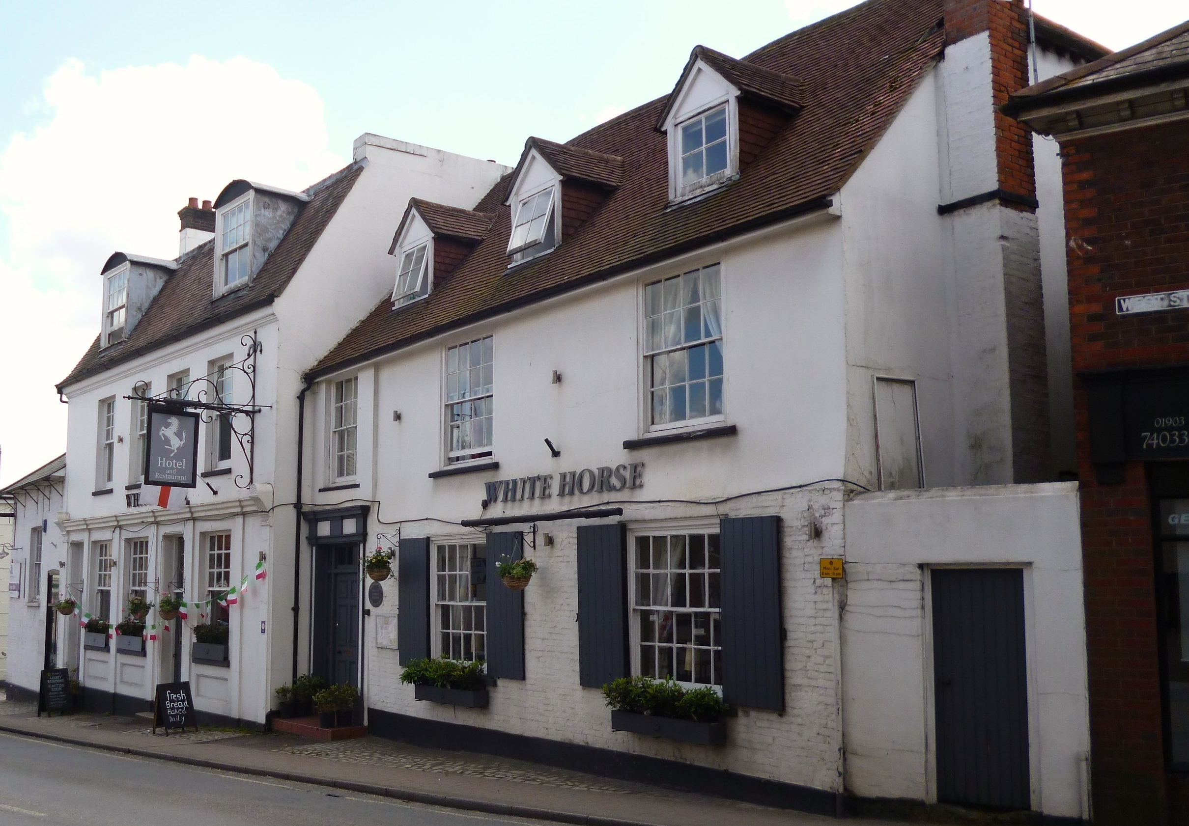 180208 White_Horse,_Storrington.jpg