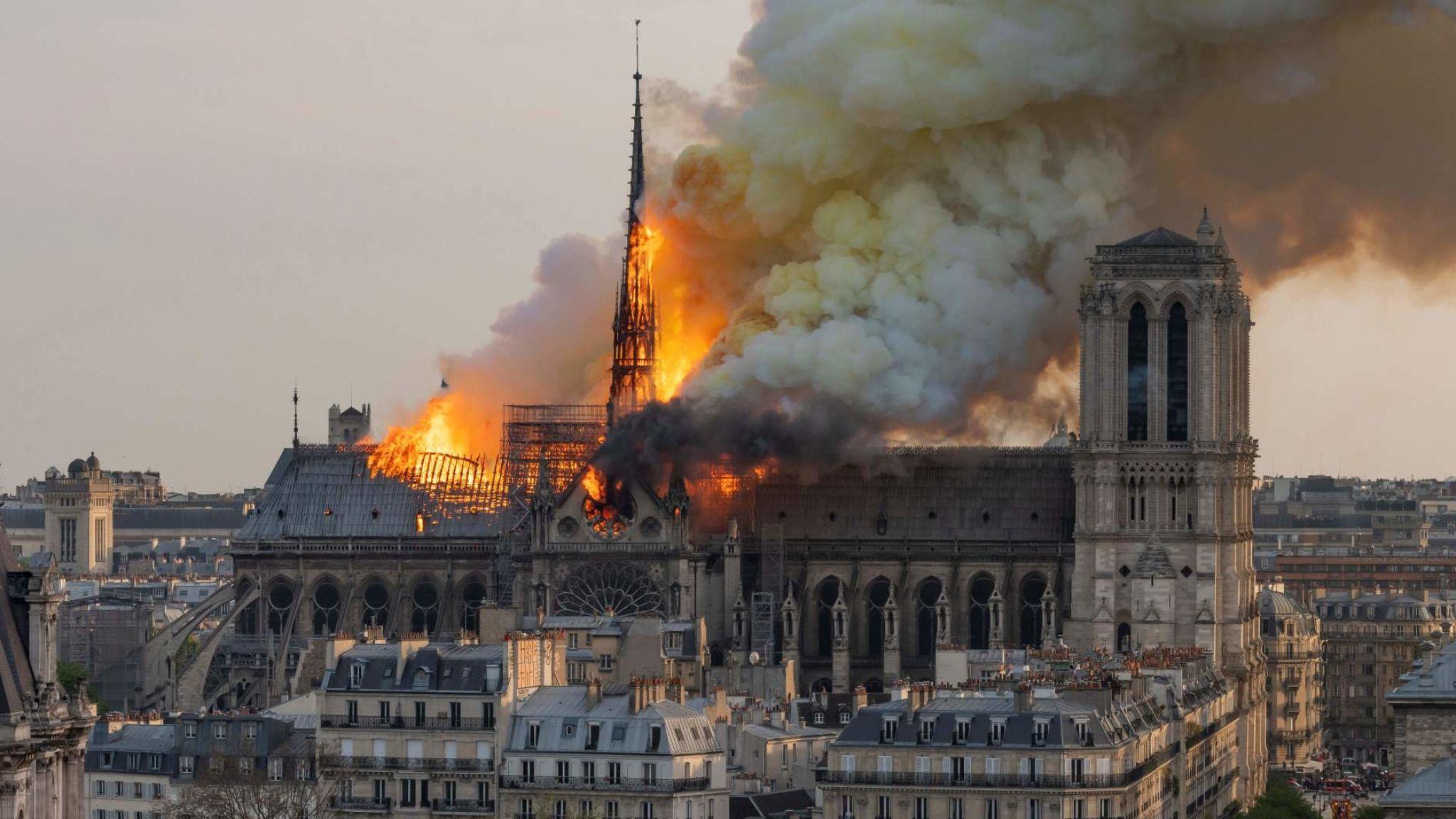 skynews-notre-dame-fire-paris_4641583.jpg