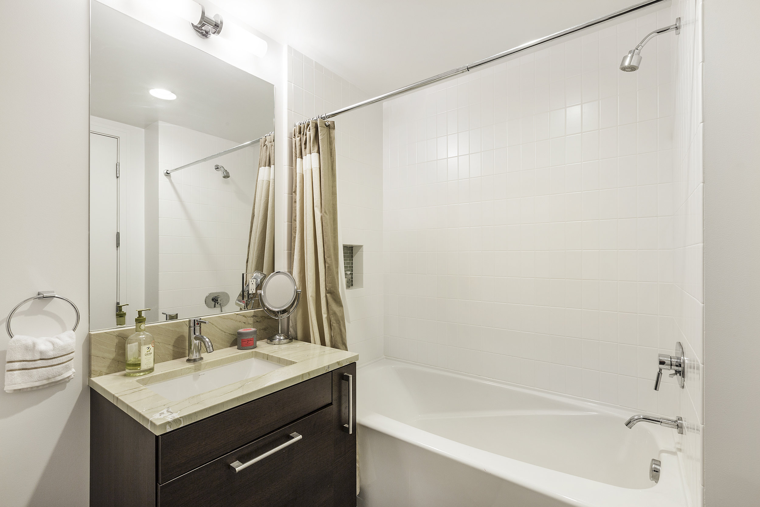 16-631Folsom5C-2bath-high-res.jpg