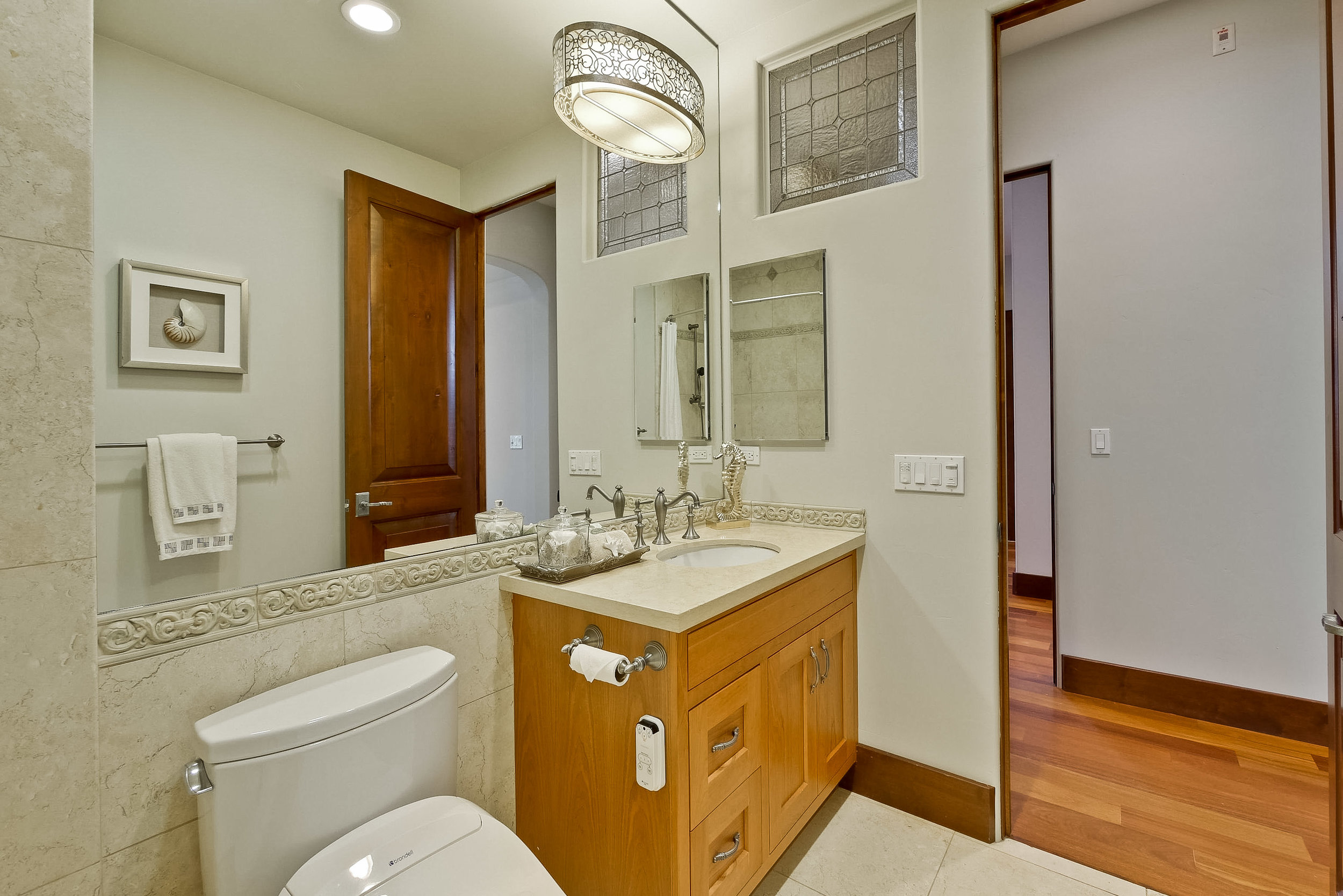 13f_Bathroom      10.jpg