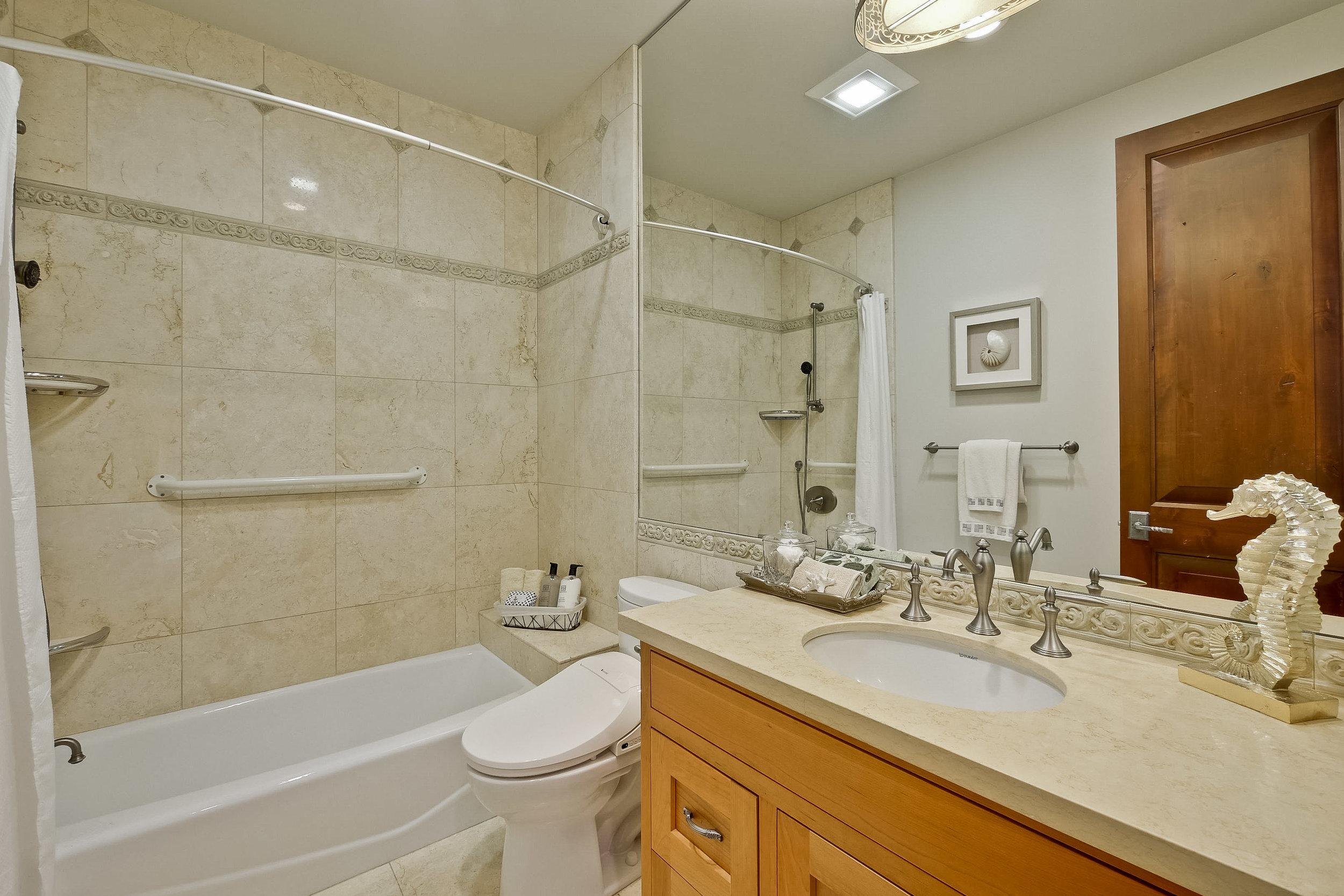 13e_Bathroom      9.jpg