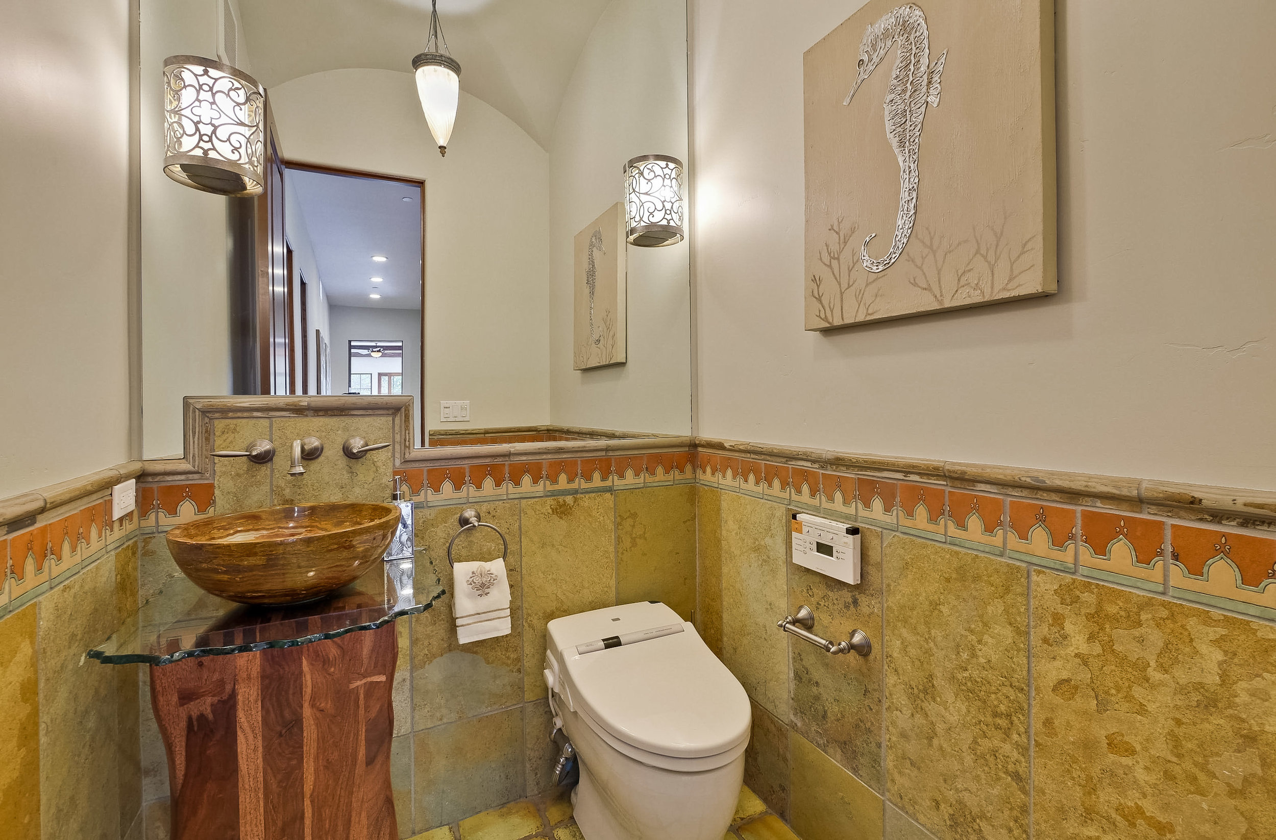 14b_Bathroom      7.jpg