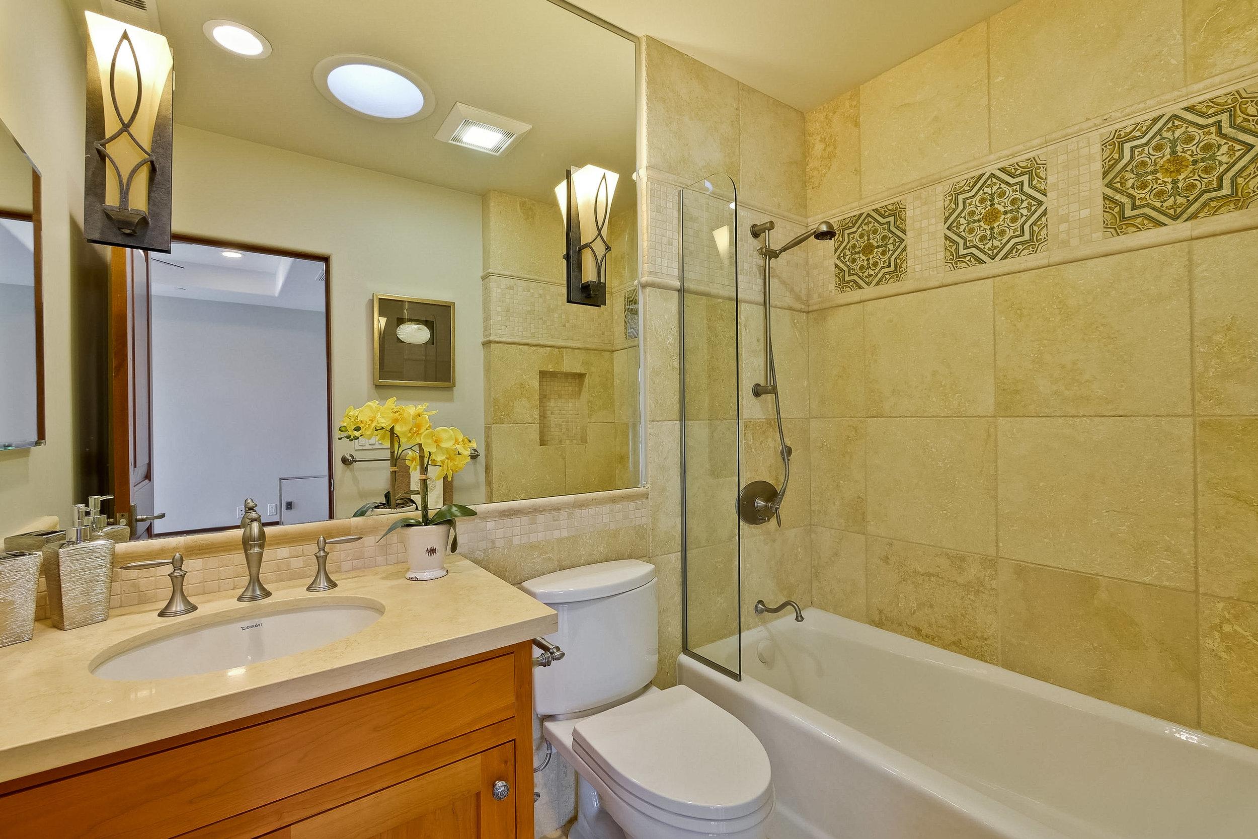 12c_Bathroom      5.jpg