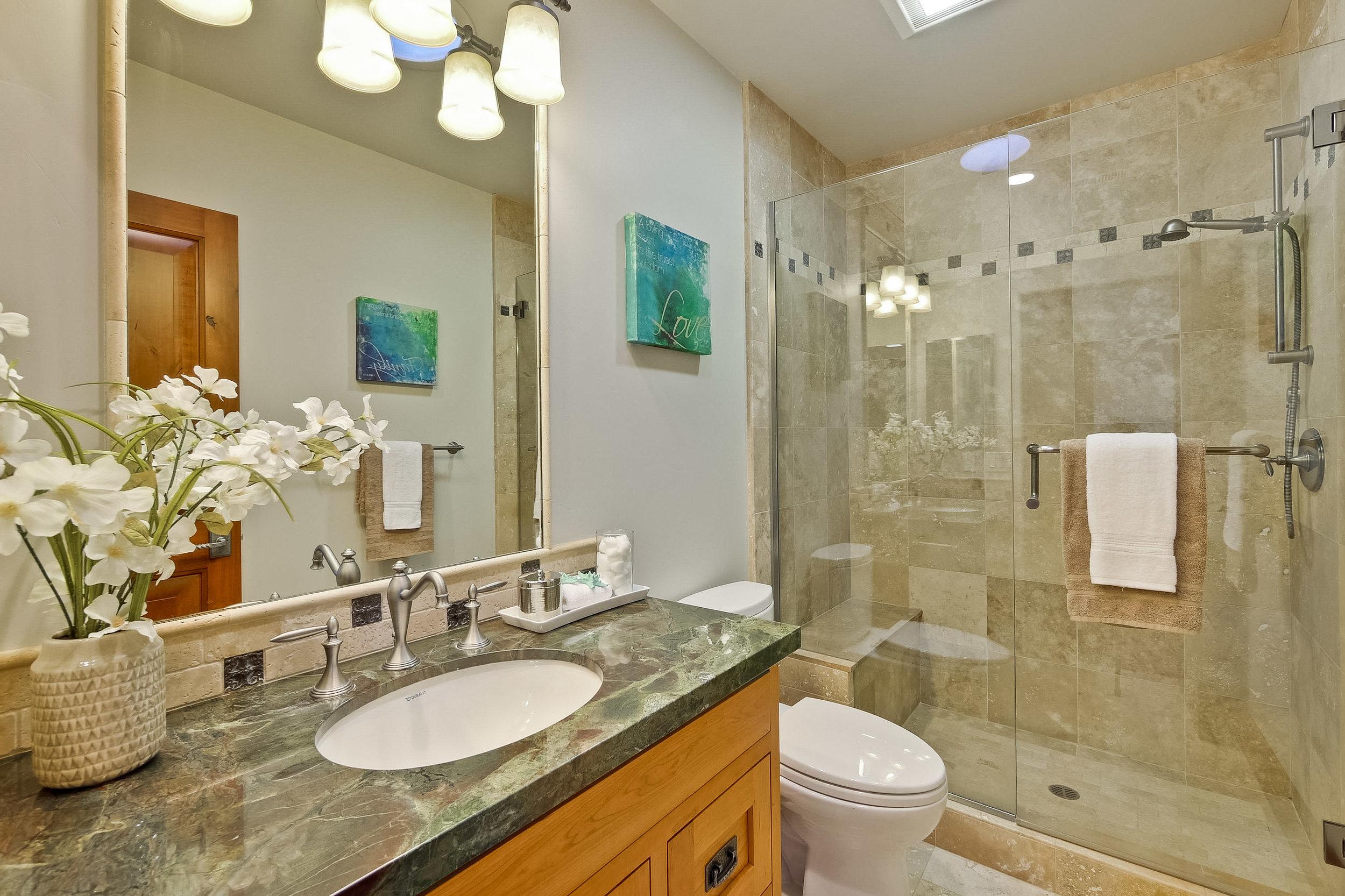 10e_Bathroom      1.jpg