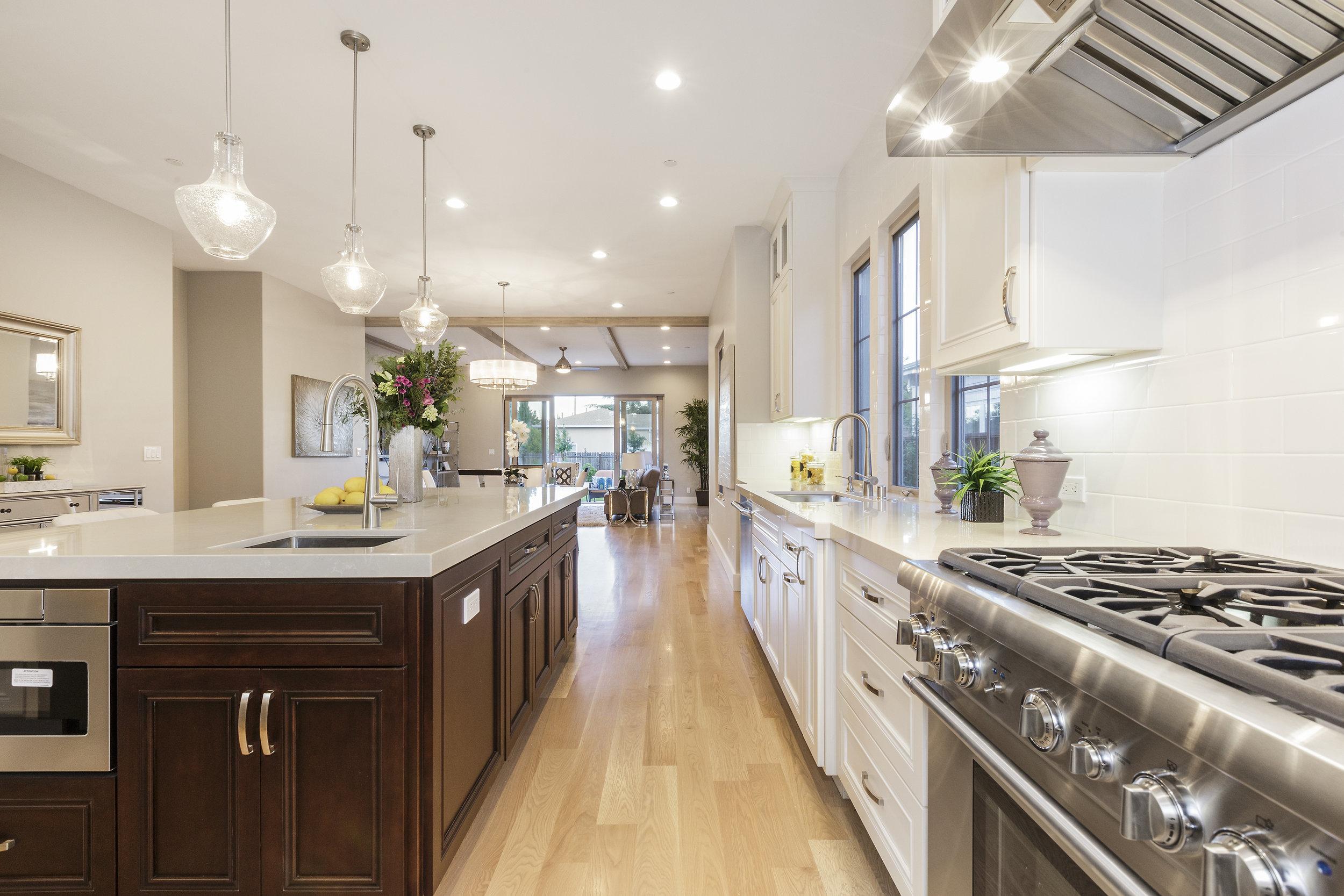 011-21825-Lomita-kitchen-high-res.jpg