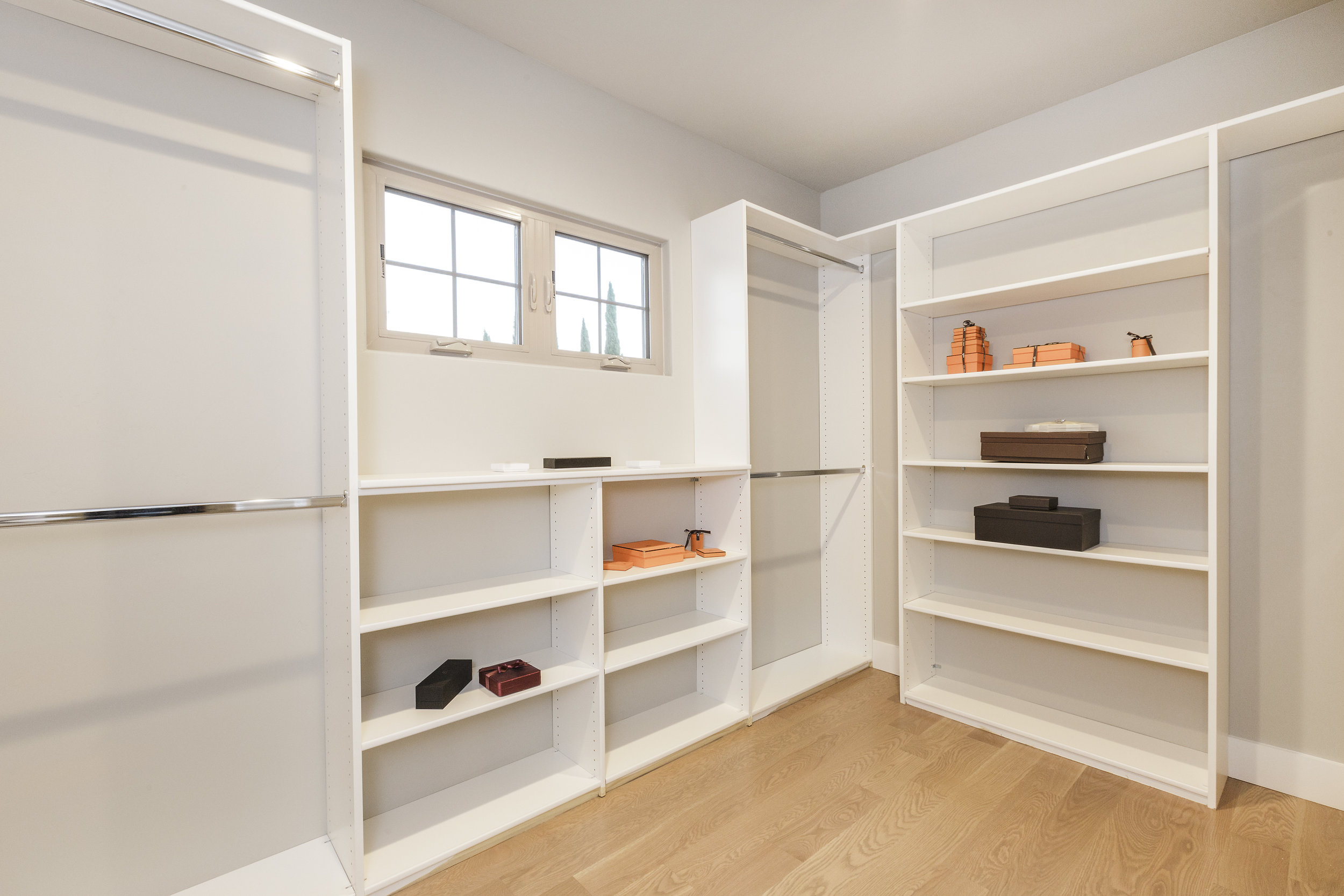 023-21825-Lomita-2bed-closet-high-res.jpg