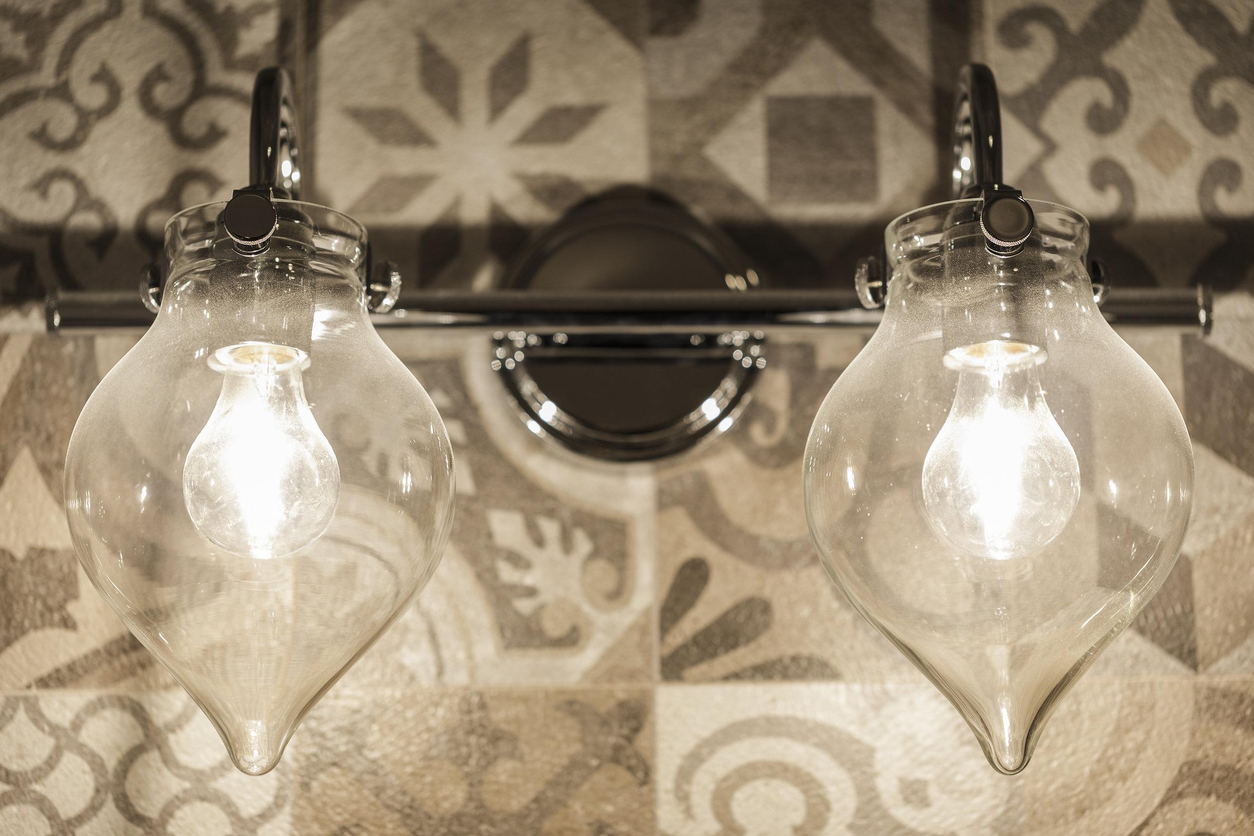 030-21825-Lomita-bath-light-high-res.jpg