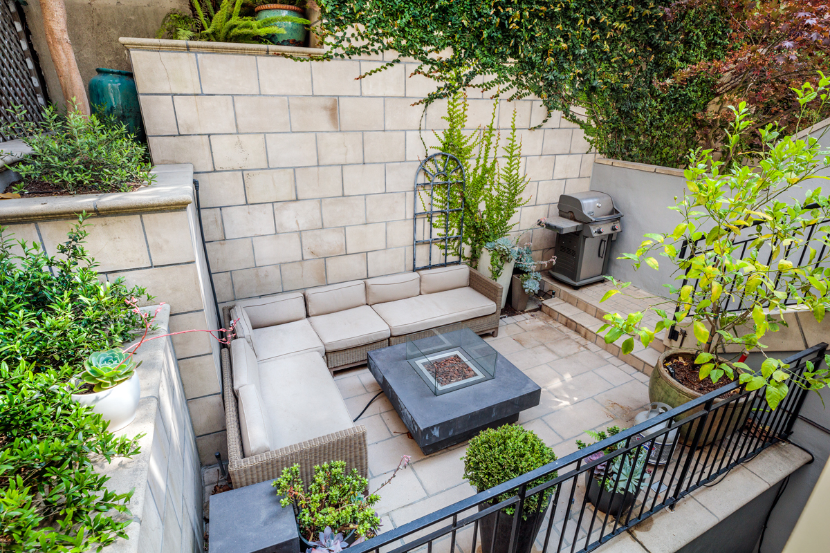 36-1911A-Vallejo-patio-mls.jpg