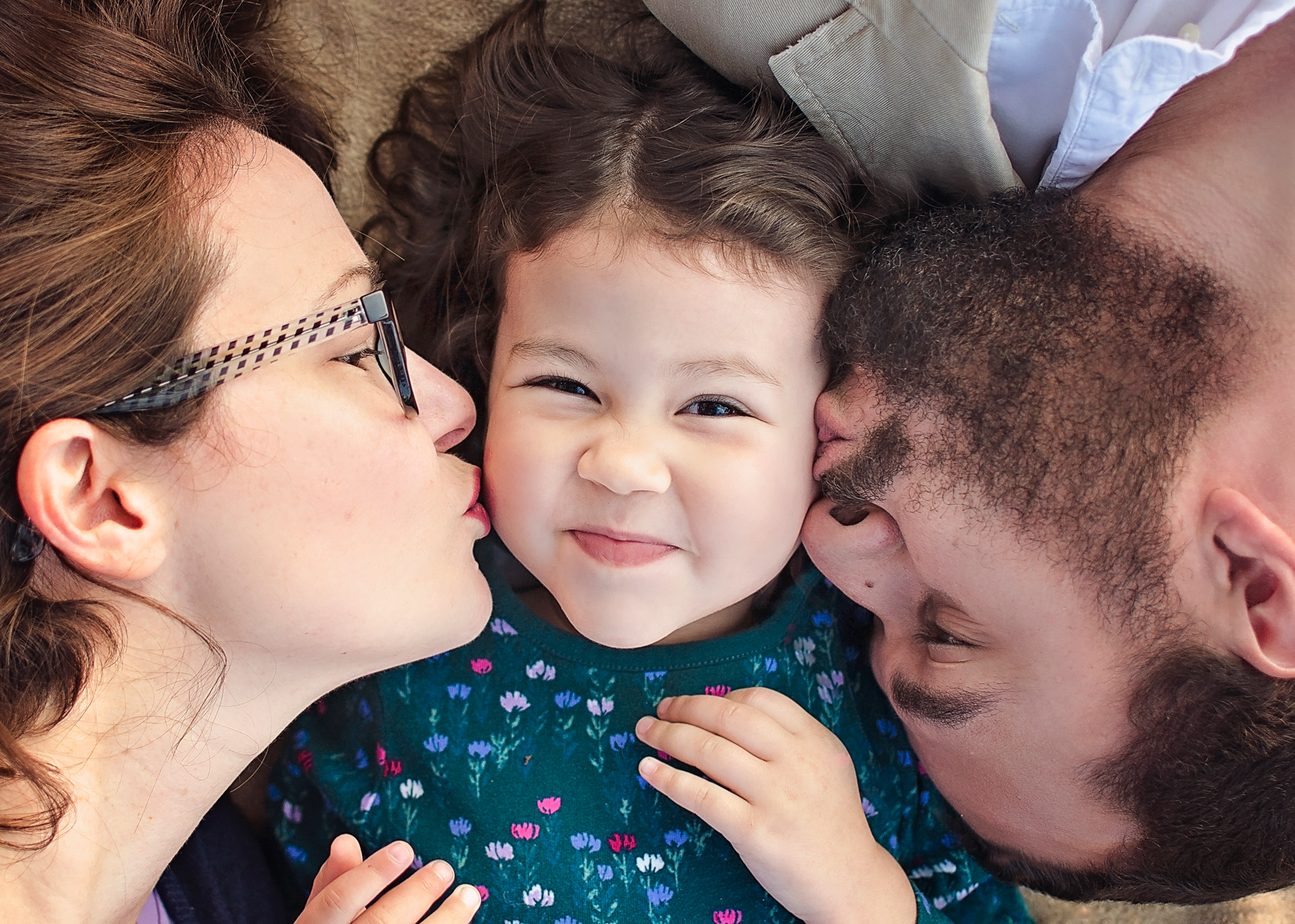 san-diego-family-photography-cheek-kisses-mom-dad.png