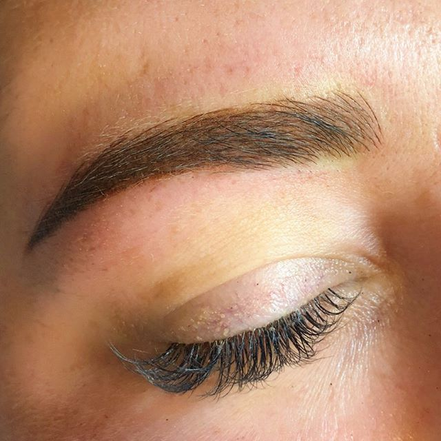 CLOSE UP and loving the details! ✨swipe to see the before #browreformation