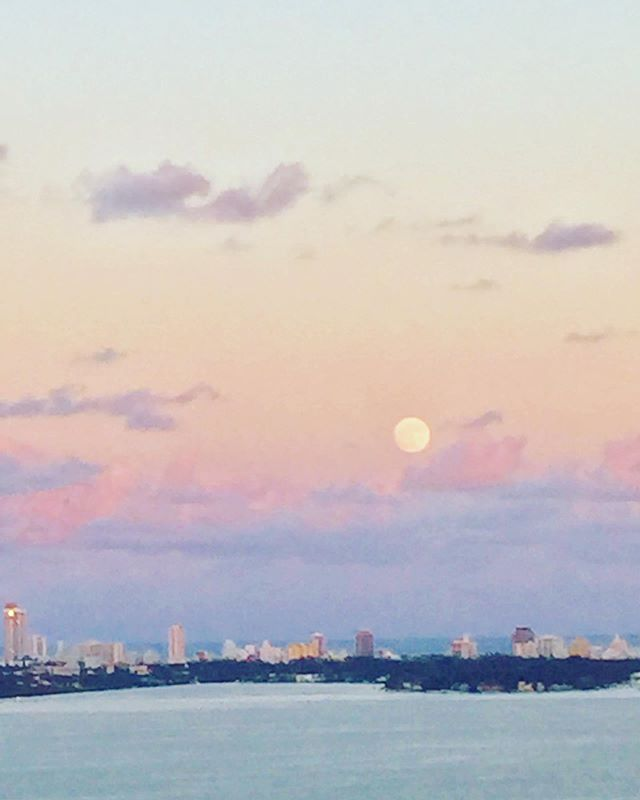 Missing our Miami #view ♥️I loved sitting out on our balcony in the warm evenings... Watching the sun go down and the moon rise... Sometimes I would come back out after the kids went to sleep, and would fall asleep staring out to our beautiful #Miami