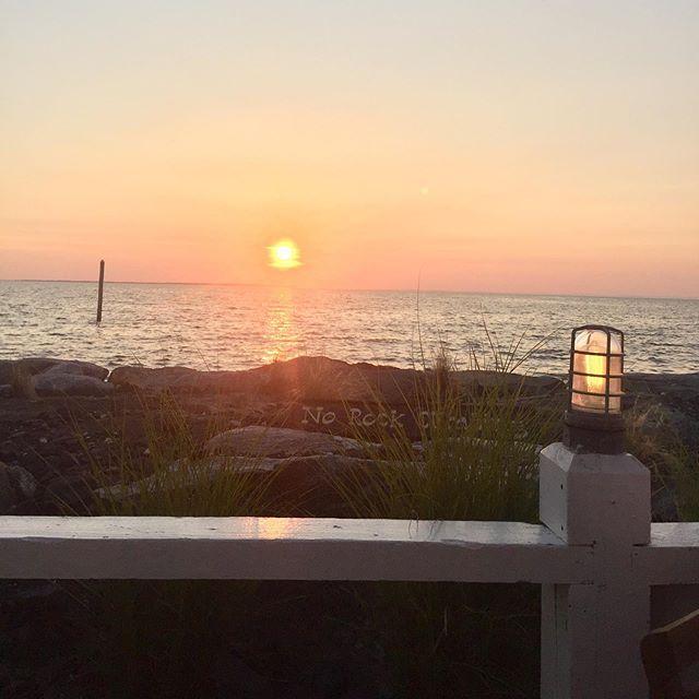 East coast summer sunset!! #fortpondbay #sunset #warmsummernights #hsgirlsweekend #summertime #daydrinking