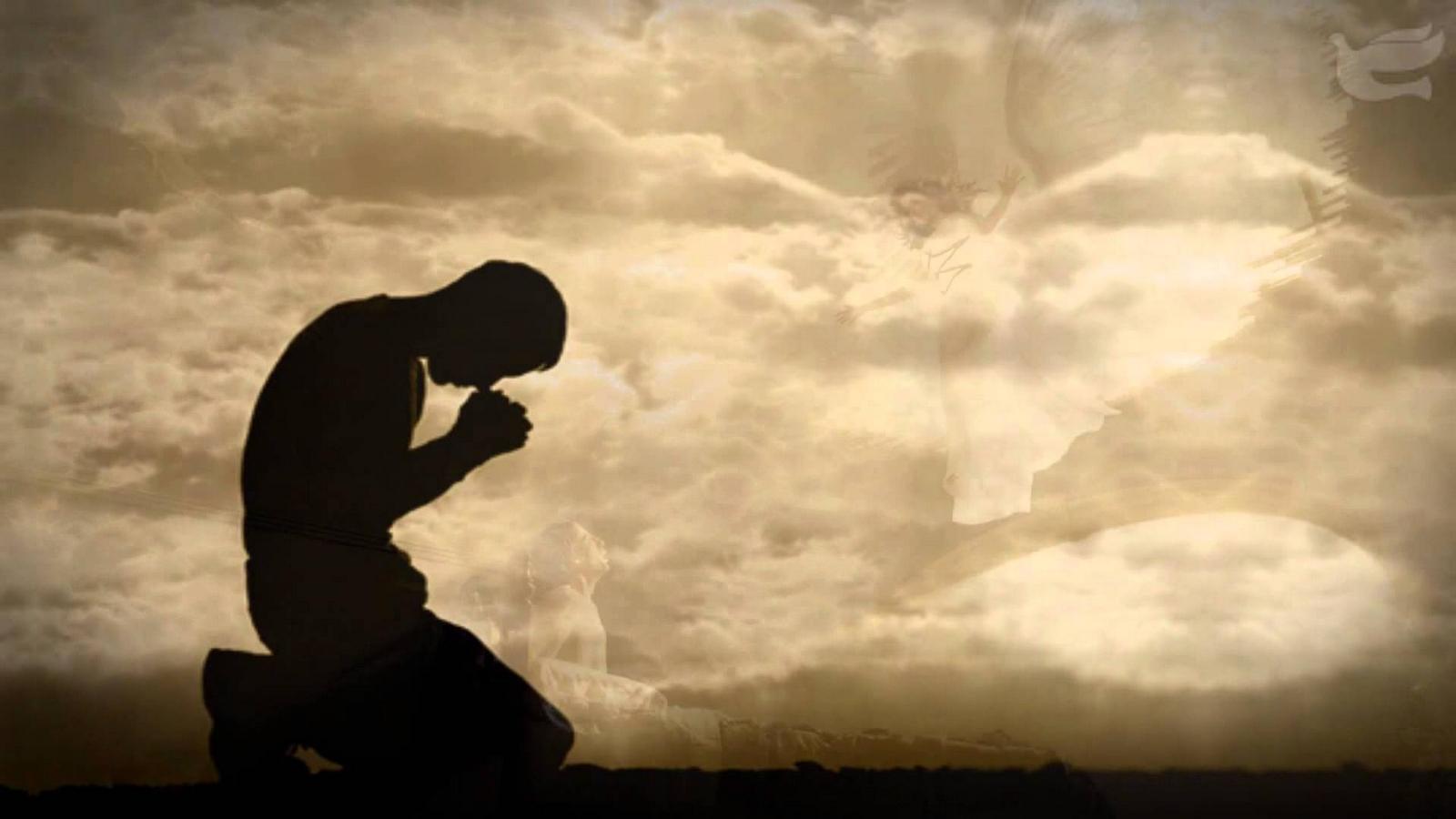 persona-en-penumbra-orando.jpg