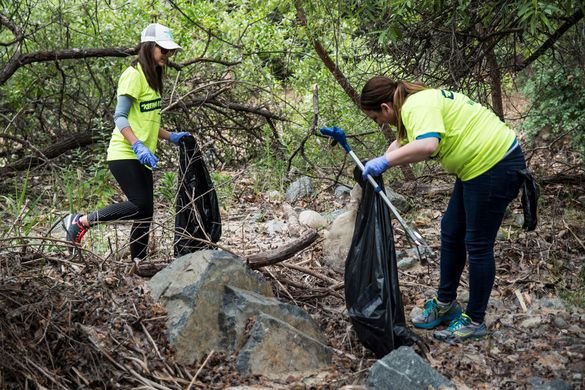 http___www.lakeforestca.gov_PhotoGallery_31_cleaning%20up%20the%20creek.jpg