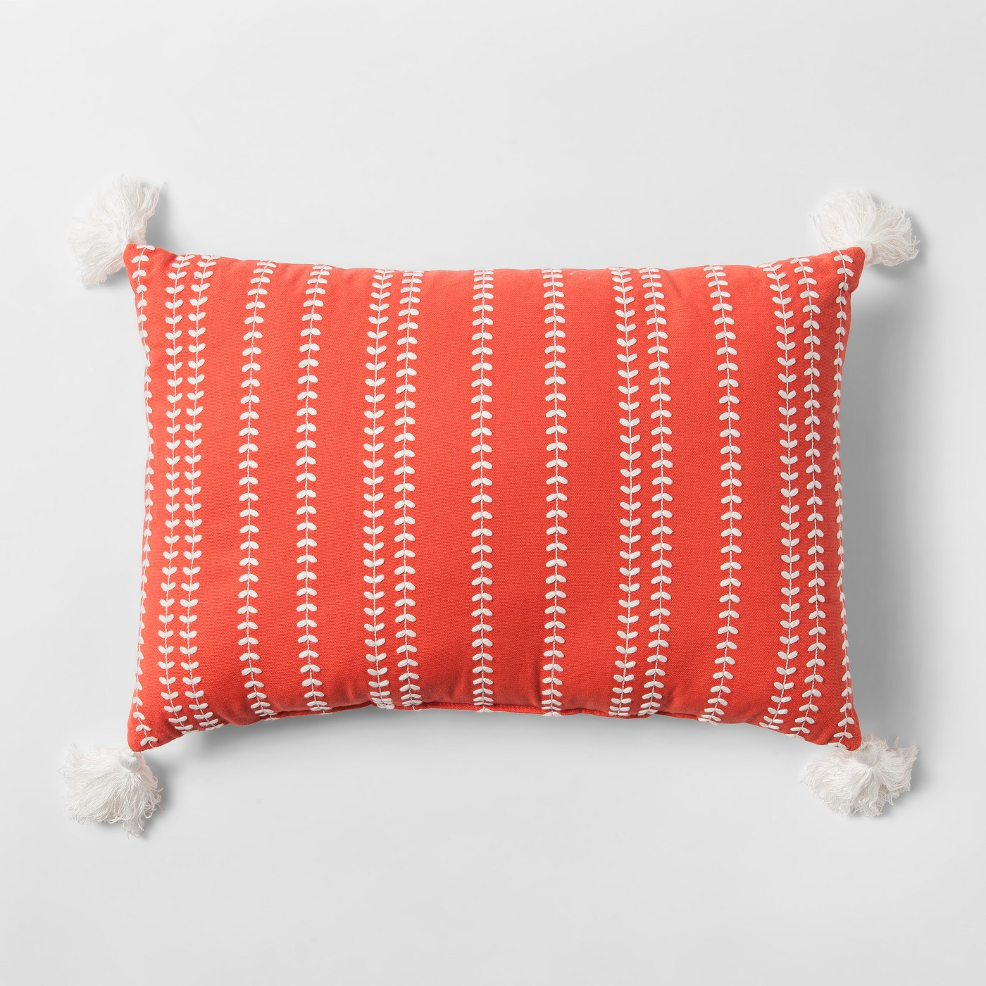 Pillow Style Guide How To Choose Arrange Pillows Like A Pro Whitney Homes
