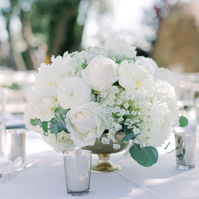 I love the elegance and purity that all white florals bring to a wedding - especially when they include big fluffy peonies! White flowers really pop at outdoor venues like @cielofarms where there is lots of greenery! Planner @starhansenevents via @kelly_patrice. Florals @flowersby_dana. Rentals @premiere_rents. Venue @cielofarms. Catering @treslacatering @treslagroup @robpauerful. 📷. @lucasrossiphoto