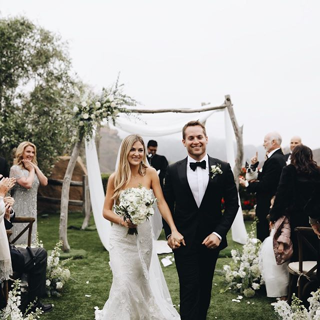These two got married in a cloud on what felt like the top of the world! We often hope for sunny weather for outdoor weddings, but this overcast sky made for the most incredible photos! Planner @starhansenevents. Venue @cielofarms. Florals @wildflowers_floraldesign. Beauty @cheektocheekartistry. Rentals @premiere_rents. 📷 @nicoleleever