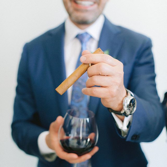 Pre-ceremony festivities are not just for the ladies! This groom treated his guys to a glass of his favorite @caymuscab wine and a cigar pre ceremony. Classy dude! Design and planning @starhansenevents. Venue @montagelaguna. florals @shawnayamamoto. 📷 @jennyquicksall.  #starhansenevents #starhansen #eventplanner #weddingplanner #risingtide #weddingplanning #weddinginspiration #805weddingplanner #venturacountyweddingplanner #malibuweddingplanner #laweddingplanner #socalwedding #socalweddingplanner #southerncaliforniawedding #montagelagunabeach #montagelagunabeachwedding #montagewedding #caymus #caymuswine #groom #bluesuit #bluewedding