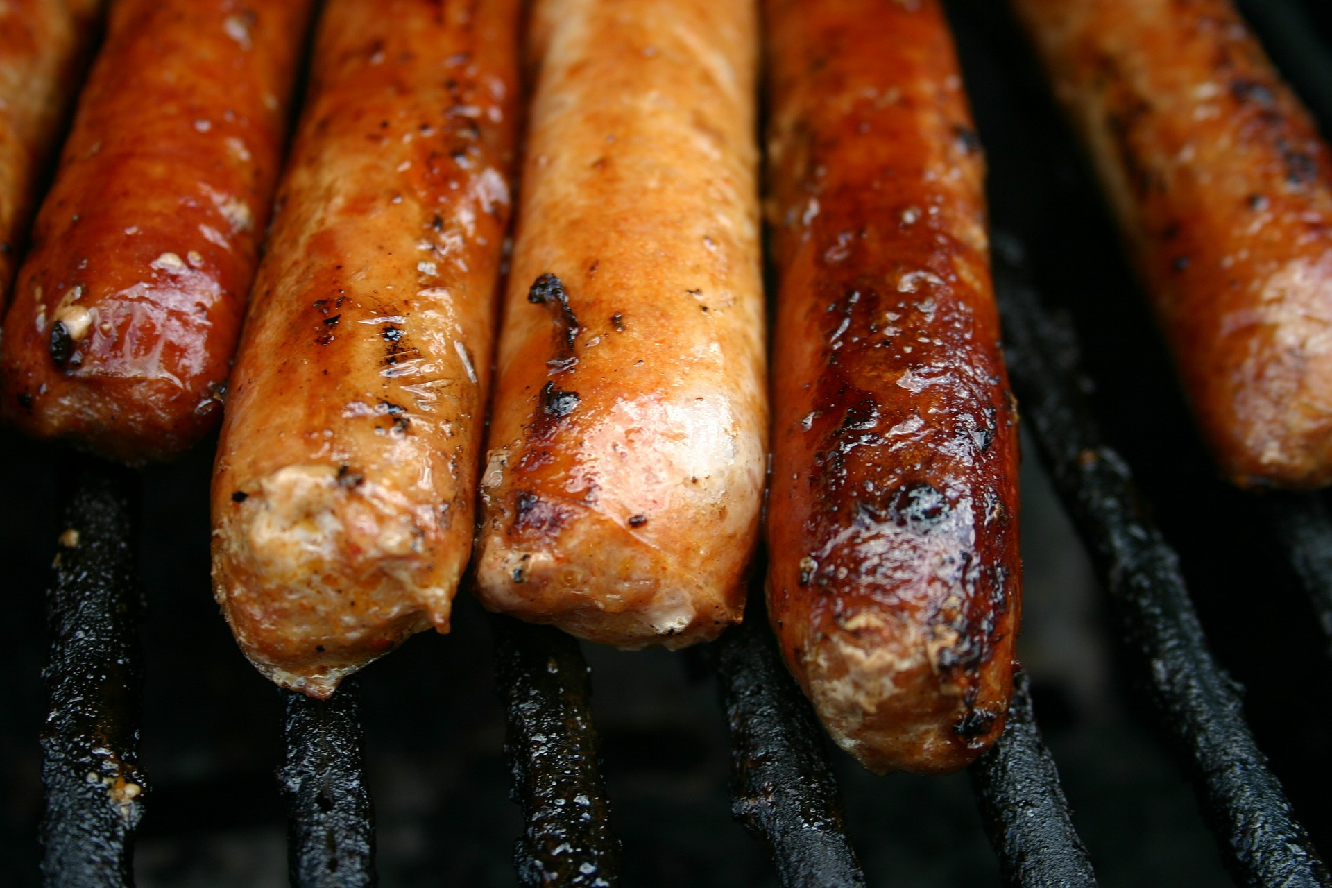 sausages-549330_1920.jpg