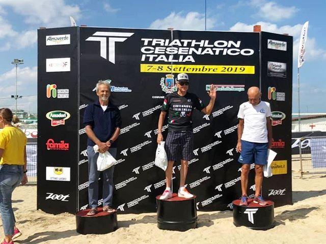 L'immancabile podio del nostro campione Valter Mazzante! 1^ di categoria al Triathlon Sprint di Cesenatico! 🔝🔝🔝 #civitanovatriathlon #morethanjustateam @chronobike @mythosalute