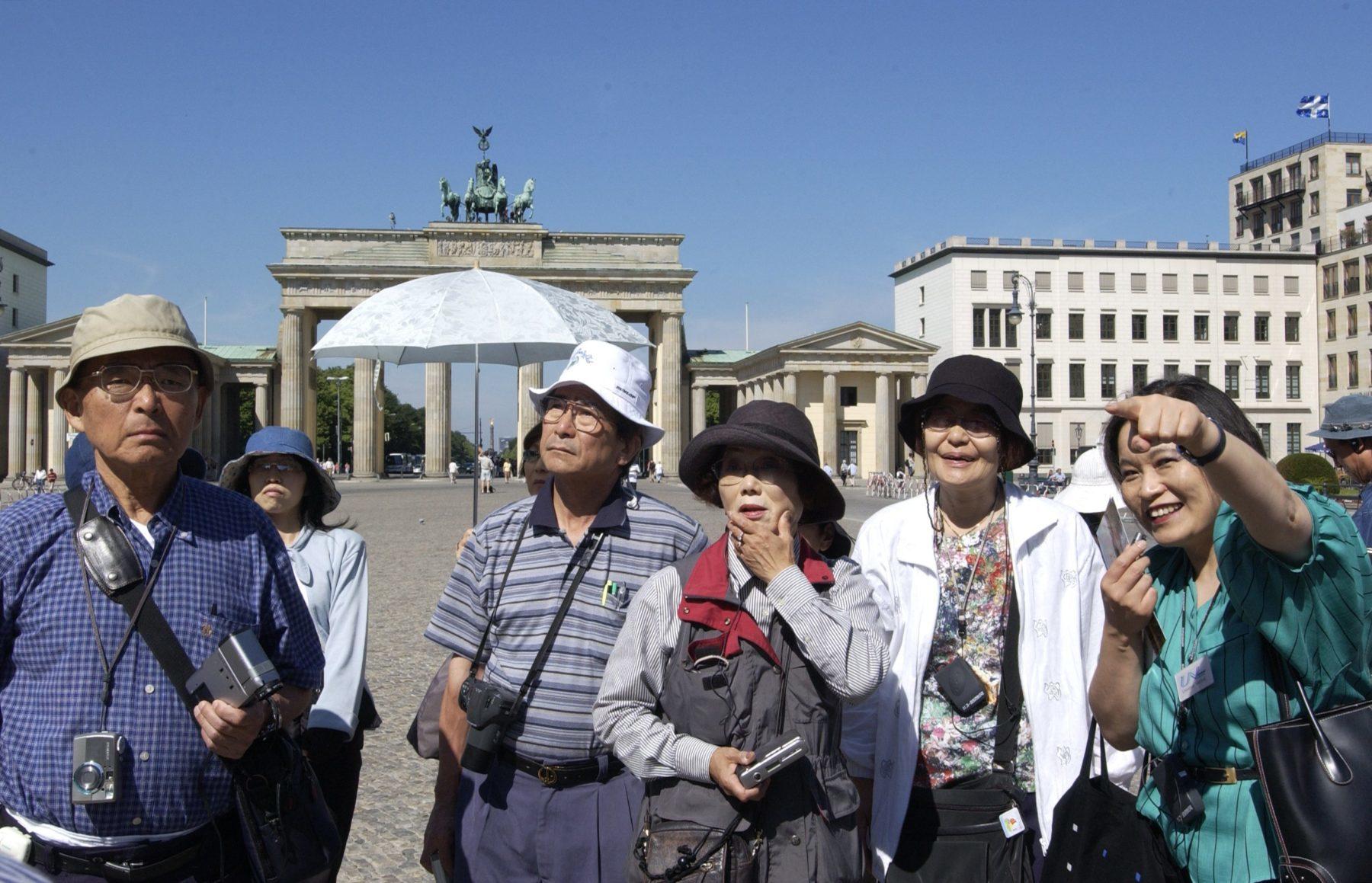 13802049-China-tourists-e1495591170673.jpeg
