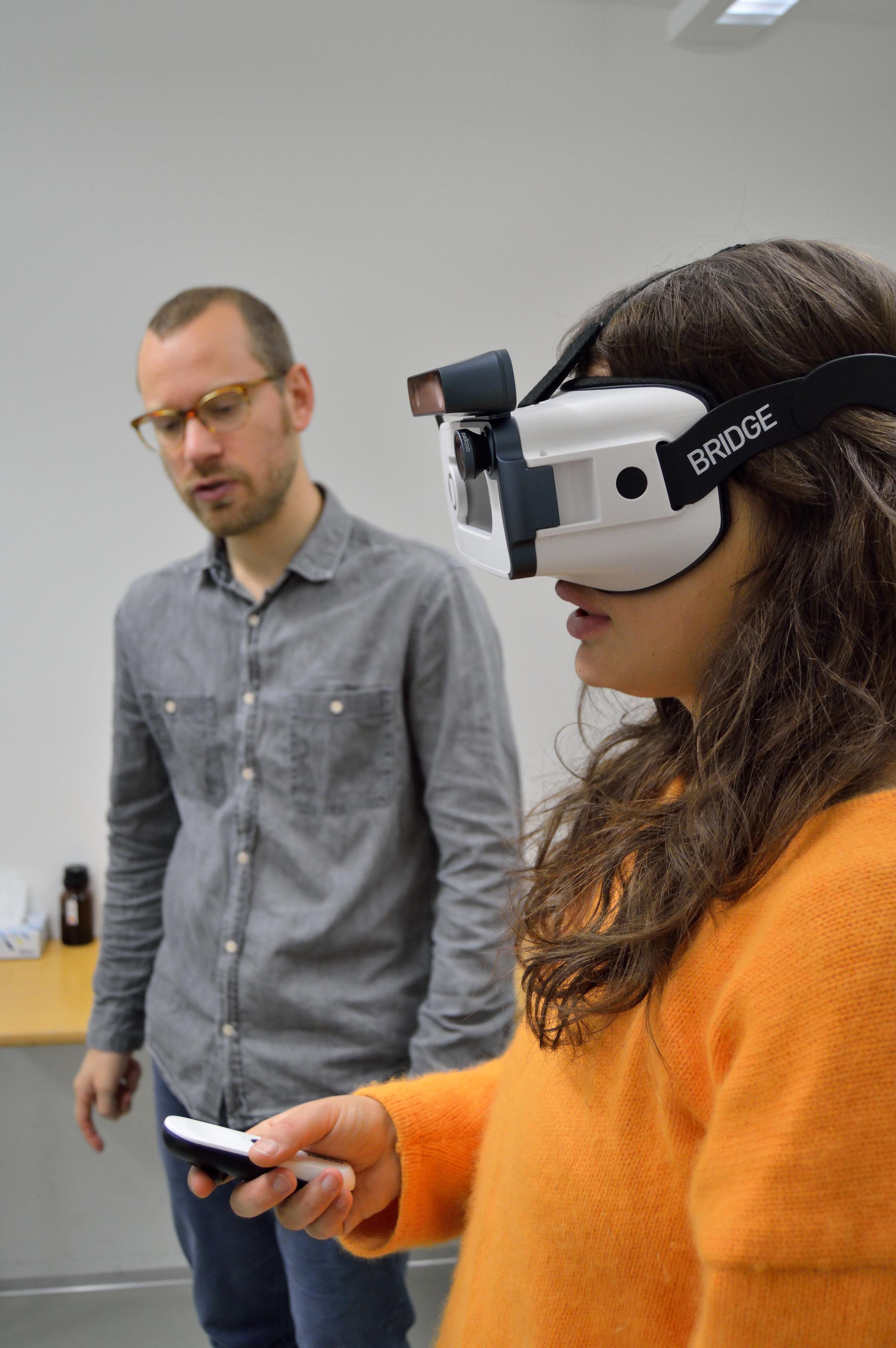 Studerende ved KEA aprøver Ballast AR