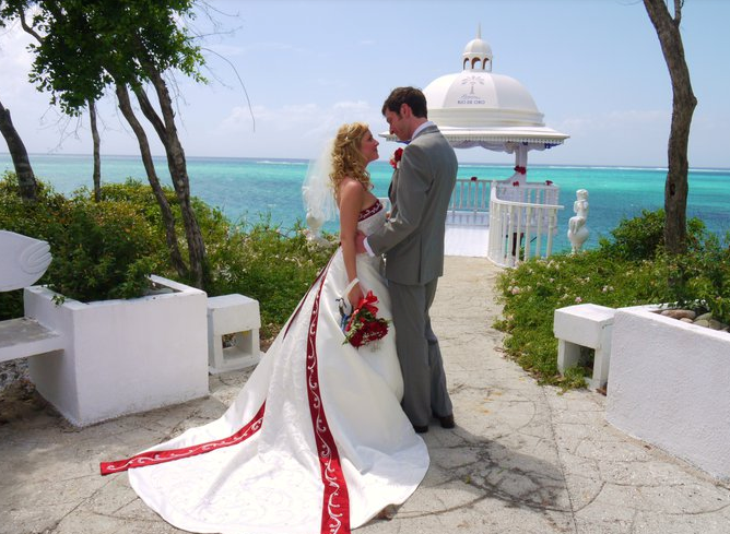 Above: A picture from our vey own Wedding Day in Cuba....In case you were wondering, the Wedding Musicians we had were a Cuban Guitar Trio!