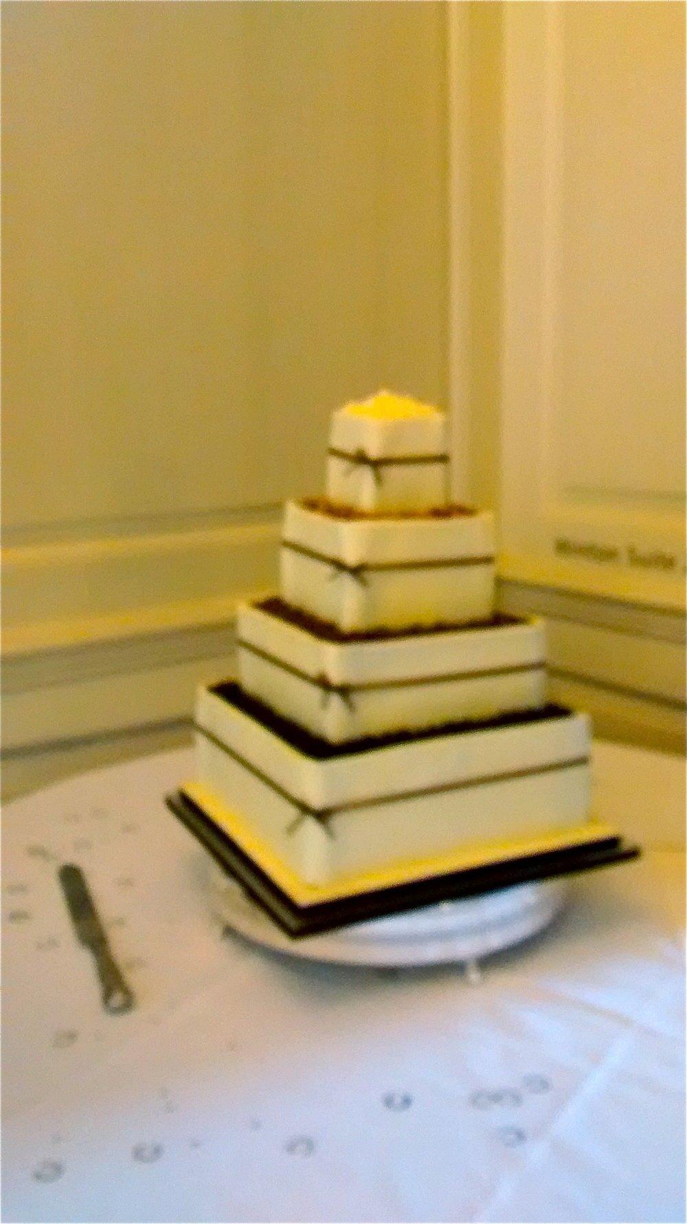 Acoustic_Duo_Kirstie_Daniel_Wedding_Cake.jpg