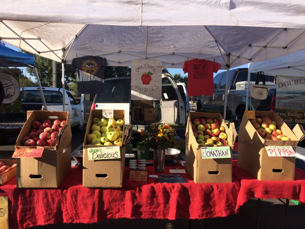Orchard Canyon on Oak Creek apple stand open for business