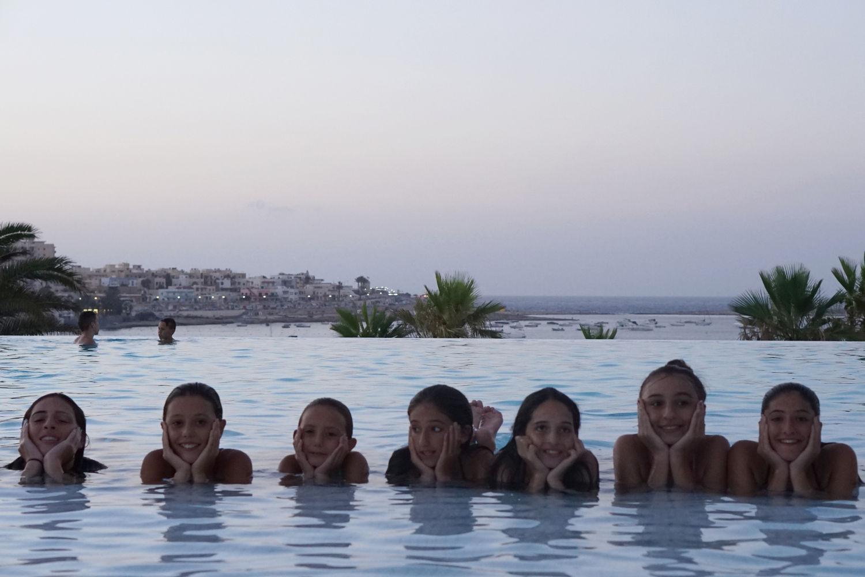 Salini Resort, ESE studenti in piscina