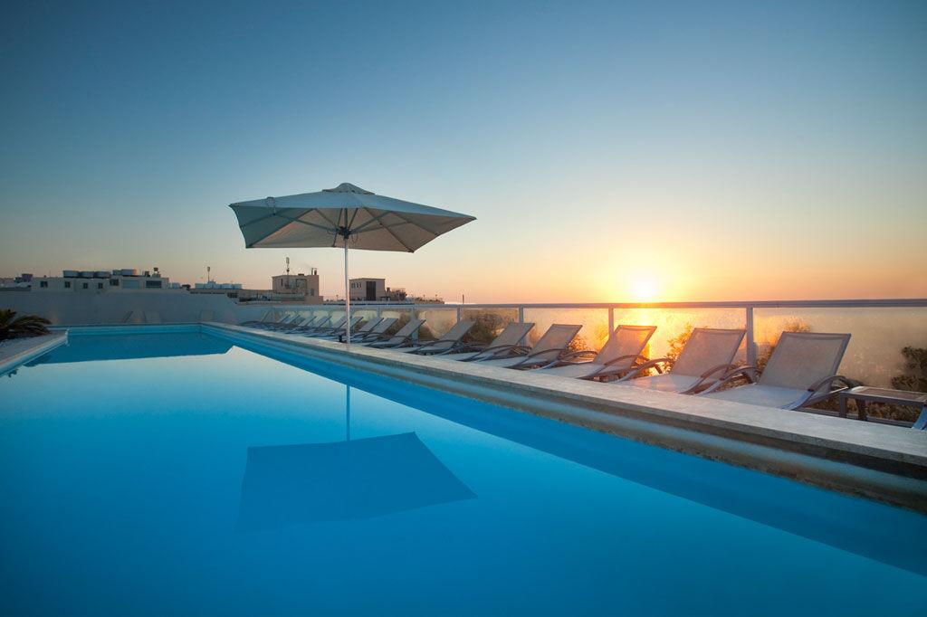 The George Malta Hotel, piscina