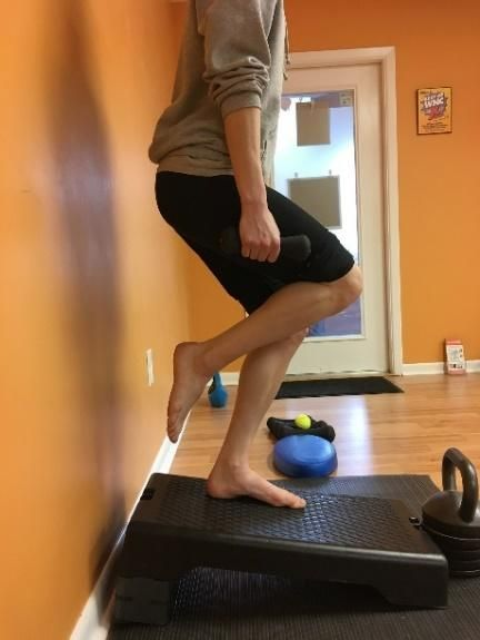 Single Leg Squat on Decline