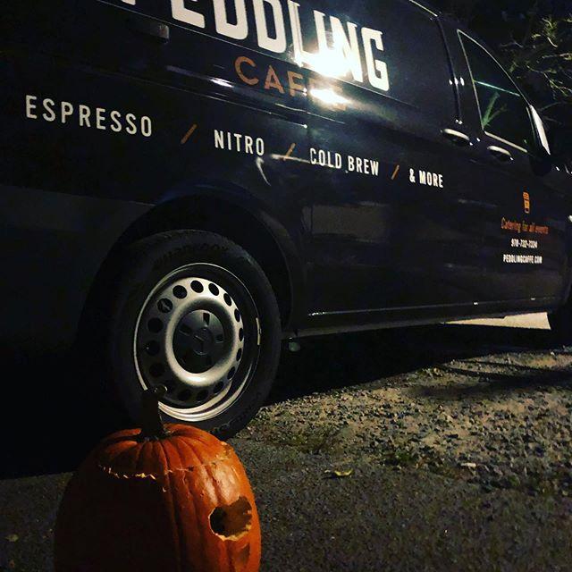 PCC had the Sturgeon Full Moon and Halloween in August going on last night. Boooooooo!!! 👻👻👻👻 #peddlingcaffecaterers #espressocatering #coldbrewcatering #georgehowellcoffee #newharvestcoffee #hubiehalloween @hubiehalloweenofficial