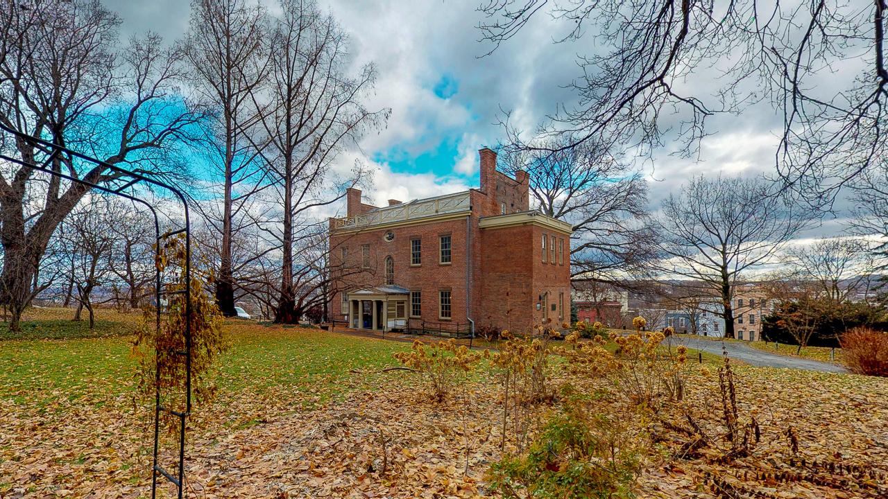 Ten-Broek-Mansion-12042018_124206.jpg