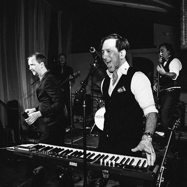 HopMonk, Novato Friday November 23rd! Who's coming out to dance with us? 🙋🏻♀️🙋🏽♂️🙋🏼♀️🙋🏻♂️🙋🏿♀️🙋♂️ #notoriousrocks . . . . #notorious #sanfrancisco #bayarea #dance #party #sing #fun #coverband #danceband #partyband #hopmonk #hopmonknovato