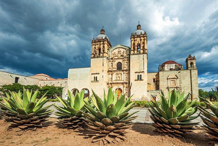 mexico-oaxaca-iglesia-de-santo-domingo.jpg