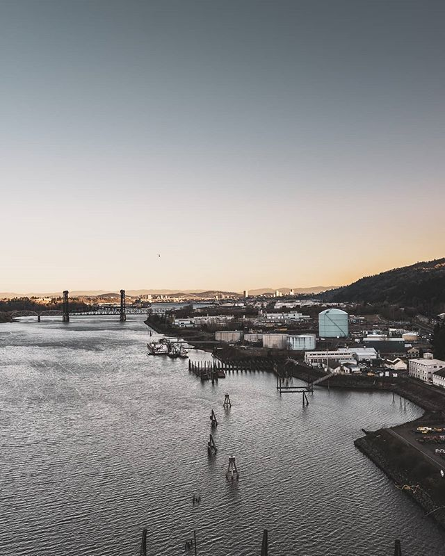 Sunset looking towards downtown from the industrial district. . A6000 Sigma 18-35mm . #sonyimages #downtownpdx #sonya6000 #pictureoftheday #portlandlife