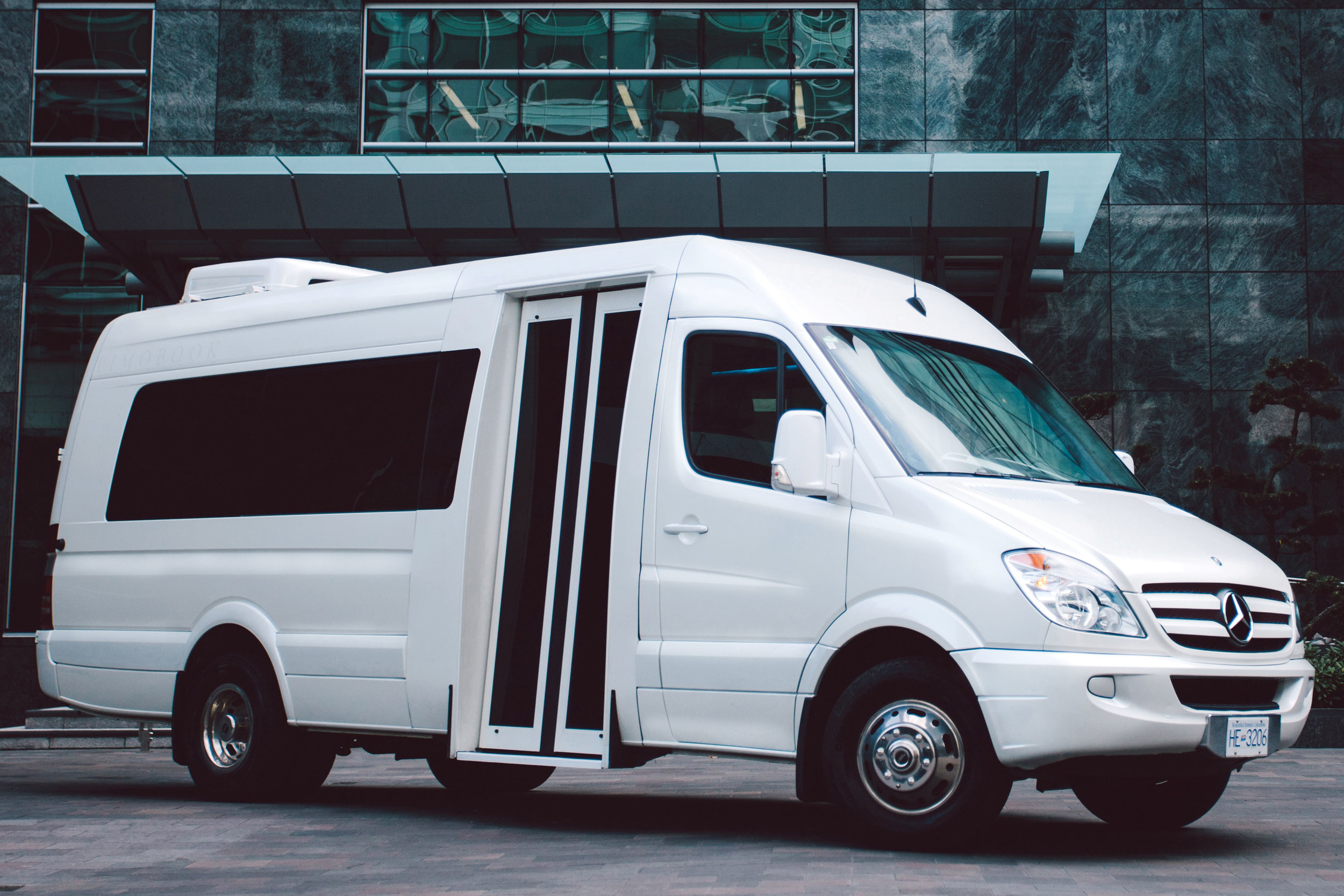 limobook-vancouver-limousine-mercedes-executive-bus.jpg