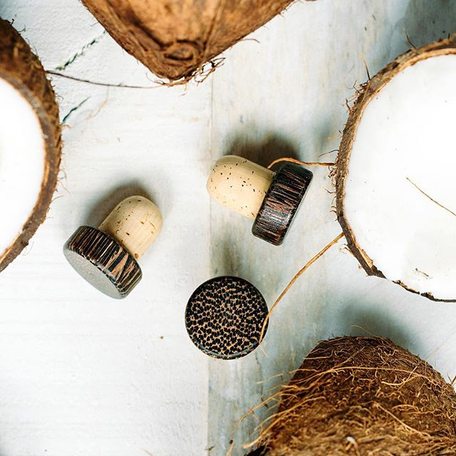 Every piece of #SinglePropRum's packaging is sustainable in some way — including our bottle tops! We use repurposed coconut wood, so no 🥥 goes to waste.  Share how you #JourneyResponsibly and tag us for a chance to be featured! . . . #coconutwood #repurposed #sustainablepackaging #coconutwater #caribbeancoconut #youngcoconut