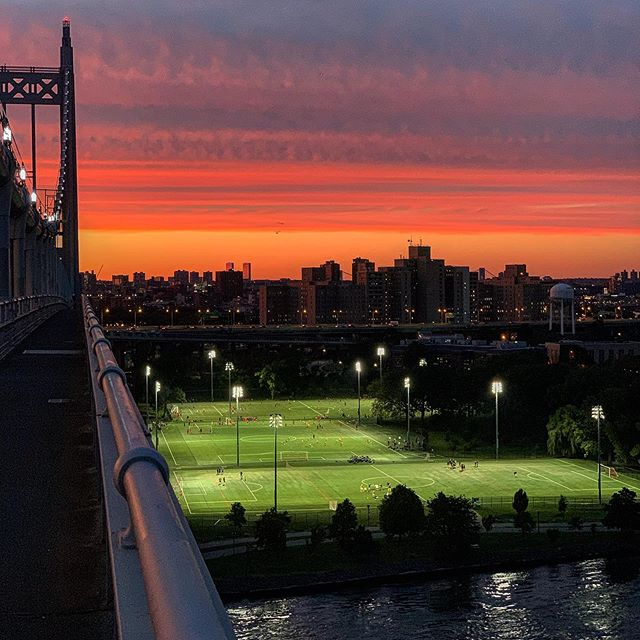 Nature's version of red light therapy. . . . . #nyc #nyclife #hellgate #skyline #astoria #rfkbridge #triboro #getoutdoors #iloveny #empirestate #northeast #runnyc #sunset #longislandcity #redlighttherapy #newyork #iloveny #scenicny #downstate #nofilter