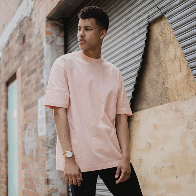 The Frank Tee was created to be our everyday staple T-Shirt. Featuring a drop shoulder cut and slightly over-sized fit. Built using superior Australian cotton, designed and constructed in Sydney. Available in Dusty Pink, Stone Blue, Sage Green, Black and White #superiorbasics