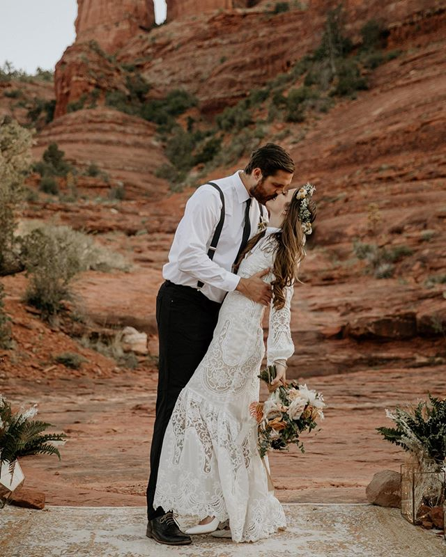 The prettiest Cathedral Rock Elopement just went up on the blog!! Allison and Zach's intimate wedding was absolutely ethereal. It was filled with so many smiles, happy tears, and so much love! With only their closest family in attendance, they exchanged the sweetest vows and promised to forever. It was amazing to be able to capture such beautiful moments ❤️ Go see more of this beautiful day on my blog post, the link is in my bio!! ✨🌟 Bride: @allisonsherman4  Florals: @arraydesignaz  Video: @ronnieharrisfilms  Dress: @bhldn