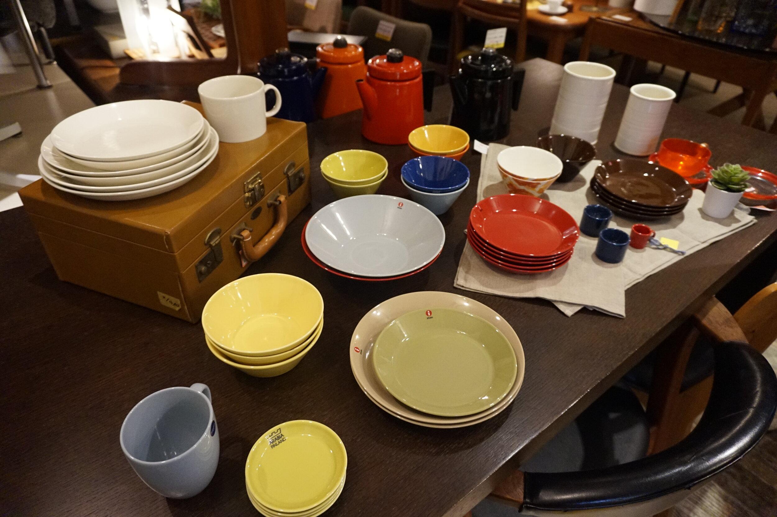 TOKYO RECYCLE imptionの店内にはおしゃれな家具やインテリア雑貨が所狭しと並んでいる